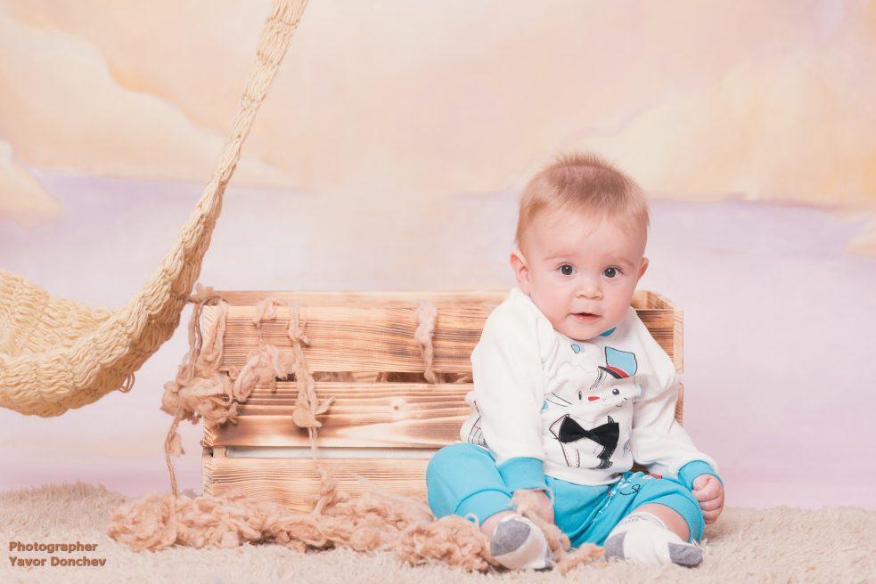 Бебешка фотосесия на Георги